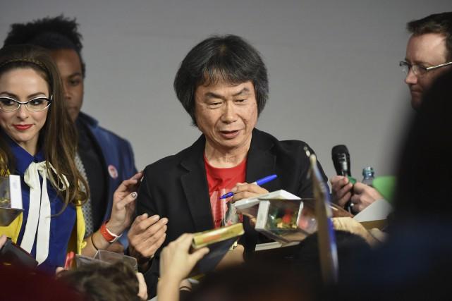 Le père de Mario, Shigeru Miyamoto, signe des... (Evan Agostini/Invision/AP)