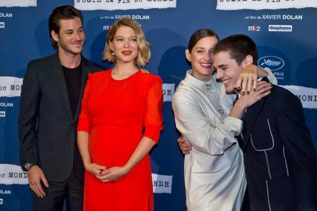 Xavier Dolan (à droite) en compagnie des acteursdu... (photoMichel Euler, atchives associated press)