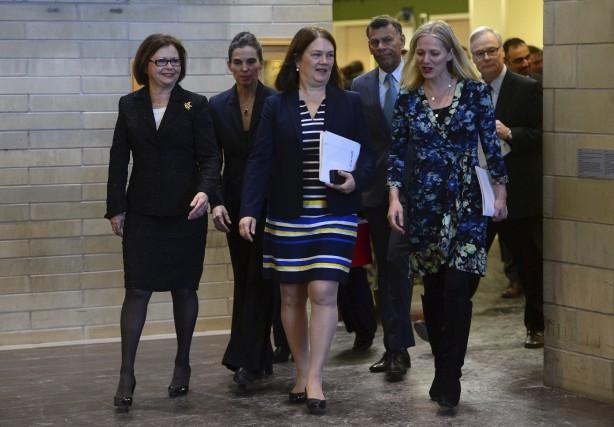 Quatre ministres du gouvernement Trudeau, Judy Foote, Kristy... (La Presse canadienne)