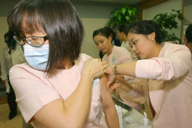 Les autorités sanitaires se sont retrouvées sous le... (PHOTO WON DAI-YEON, ARCHIVES AFP)