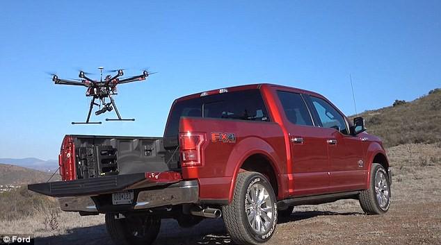 Grâce aux drones, des véhicules autonomes pourraient faire... (Photo : Ford)