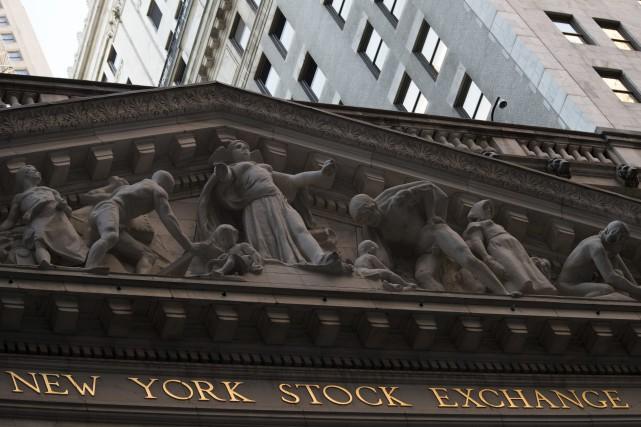 Wall Street a terminé en légère baisse vendredi une séance sans tendance, les... (PHOTO Mary Altaffer, ARCHIVES AP)