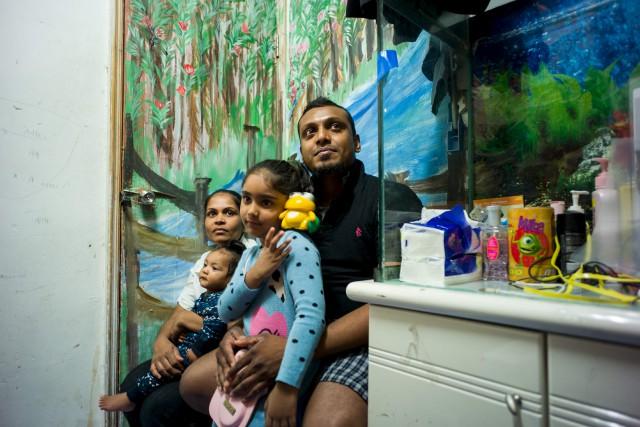 Supun Thilina Kellapatha et sa femme Nadeeka avec... (AFP)