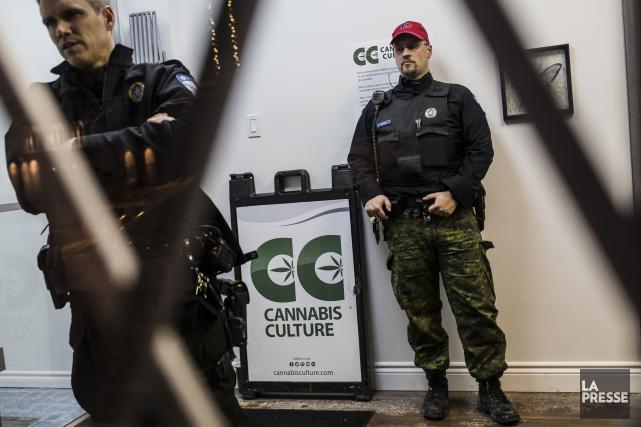 En tout, il y a eu dix arrestations,... (Photo Édouard Plante-Fréchette, La Presse)
