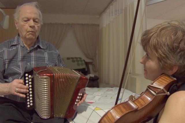 La violonisteGuylaine Grégoire nous raconte son parcours lors... (Courtoisie : Télé-Québec Saguenay-Lac-St-Jean)