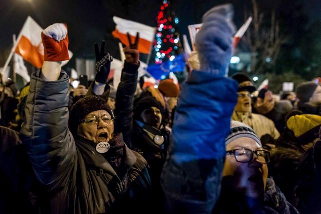 «Constitution», «médias libres» et «vous ne sortirez pas... (AFP)