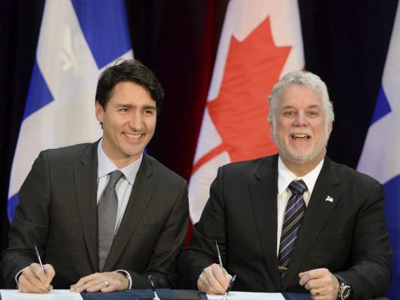 Les premiers ministres Justin Trudeau et Philippe Couillard... (La Presse canadienne)