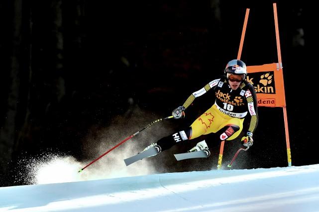 Érik Guay lors de la descente de Val... (AFP, Giuseppe Cacace)