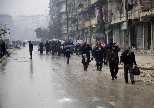 L'évacuation de quelque 4000 personnes se trouvant dans... (AFP)