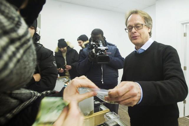 Le propriétaire de la franchise Cannabis Culture, Marc... (PHOTO ARCHIVES LA PRESSE CANADIENNE)