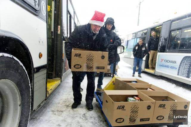 Les 1300 paniers de Noël ont été distribués... (Martin Roy, Le Droit)