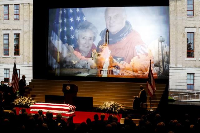 La cérémonie d'hommage à la légende de la... (AP, John Minchillo)