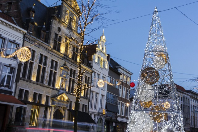 Noël, dans une rue de Malines en Belgique.... (123RF)
