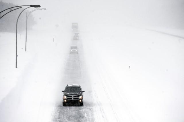 Peu avant midi, une vingtaine de véhicules ont... (PHOTO ARCHIVES LA PRESSE)