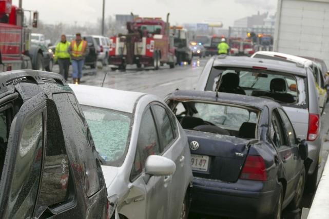 Près de 70 véhicules ont été impliqués dans... (AP, Karl Merton Ferron/The Baltimore Sun)
