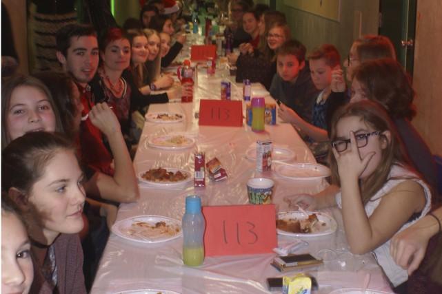 Le dîner dans les corridors à l'École polyvalente... (Le Progrès-Dimanche, Mélissa Viau)