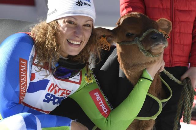 La tradition veut qu'à Val-d'Isère, celle qui remporte... (AFP)