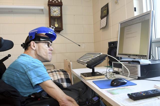 Steve Potvin, atteint de paralysie cérébrale, a écrit... (Le Progrès-Dimanche, Rocket Lavoie)