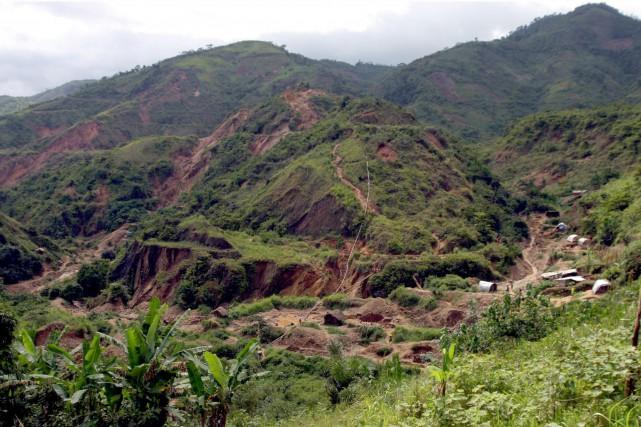 Au moins vingt personnes ont été tuées par un éboulement dans une mine d'or de... (PHOTO ARCHIVES REUTERS)