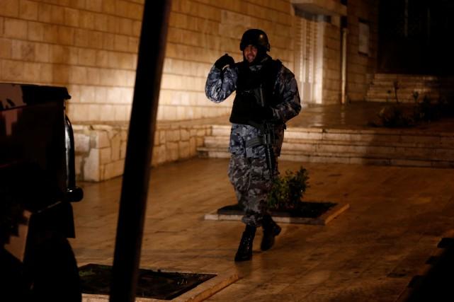 Sept policiers, deux civils jordaniens et une touriste... (Photo Reuters)