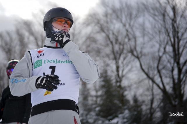 Le skieur acrobatique canadien Lewis Irving a réussi... (Photothèque Le Soleil, Yan Doublet)