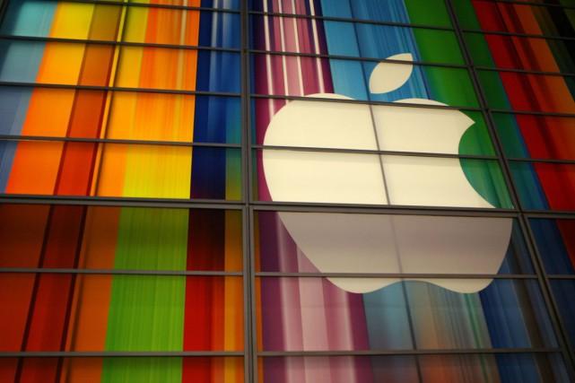 Le titre Apple baissait de près de 3% jeudi, entraînant dans sa chute la Bourse... (PHOTO KIMIHIRO HOSHINO, ARCHIVES AFP)