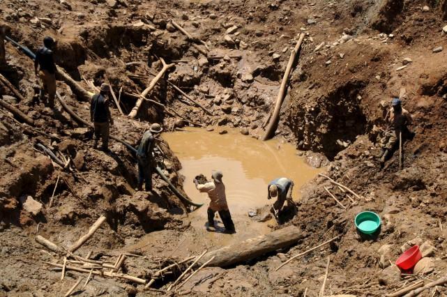 Les accidents dans les mines exploitées par des... (AFP, Lionel Healing)