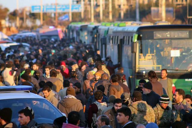 La reprise des évacuations, suspendues vendredi par le... (photo archives Associated Press)