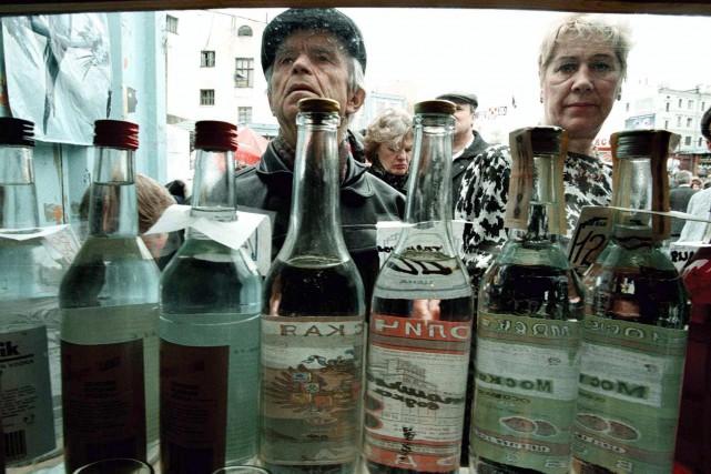 L'alcool artisanal et les produits ménagers contenant de... (photo Agence France-Presse)