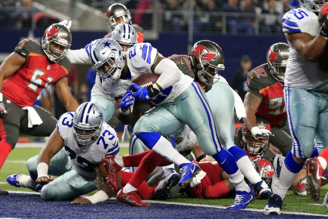 Ezekiel Elliott (21) a inscrit un touché pour... (Photo Ron Jenkins, AP)