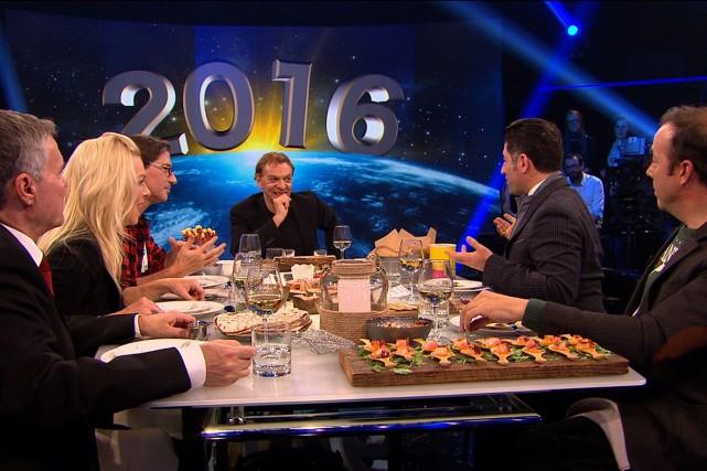 Les anciens collaborateurs de La fin du monde... (Photo fournie par ICI Radio-Canada)