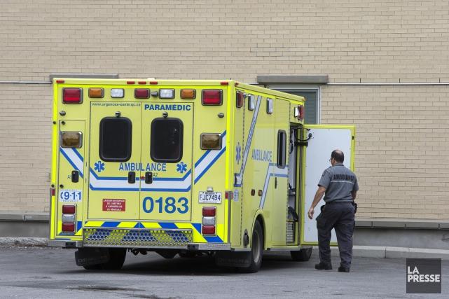 Les 3600 ambulanciers syndiqués à la CSN, qui avaient prévu faire la grève à... (Archives La Presse)