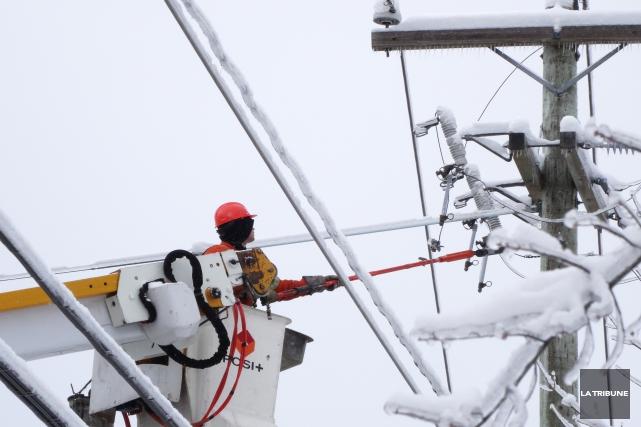 De nombreux logements sont privés d'électricité dans le secteur Saint-Élie, à... (Archives La Tribune)