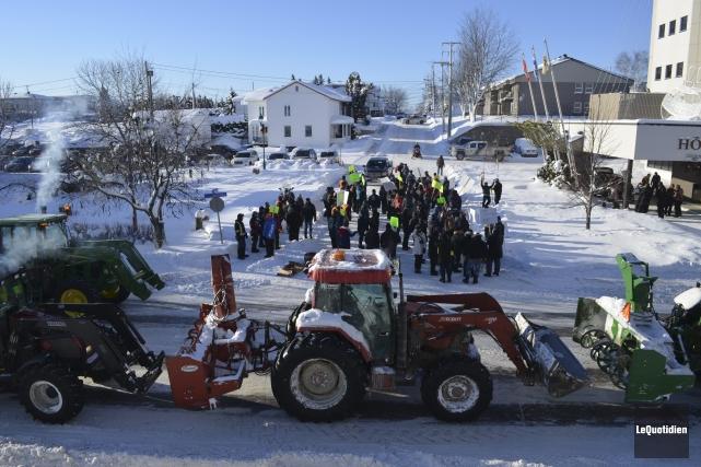 Les agriculteurs de la région ont manifesté leur mécontentement face à... (Photo Le Quotidien, Louis Potvin)