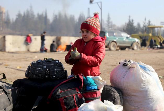 Les évacuations de civils se poursuivent en Syrie,... (AFP, Baraa Al-Halabi)