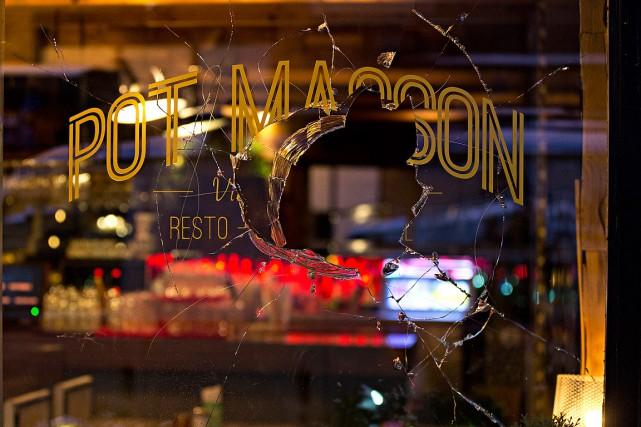 Vers 2h30, une fenêtre a été fracassée et... (La Presse photo Patrick Sanfacon)