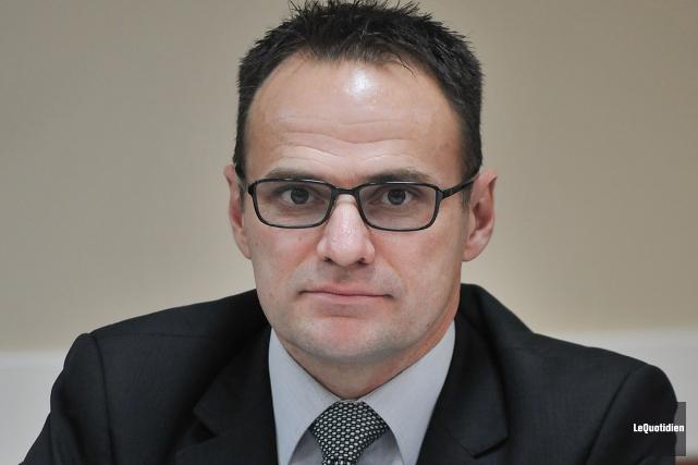 Le maire de la municipalité de Saint-Ambroise, Dino... (Archives Le Quotidien, Rocket Lavoie)