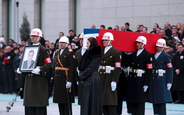 Un hommage militaire a été rendu au diplomate... (AFP, Adem Altan)