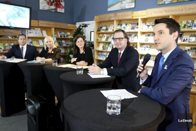 Les cinq députés libéraux de l'Outaouais ont dressé... (Patrick Woodbury, Le Droit)