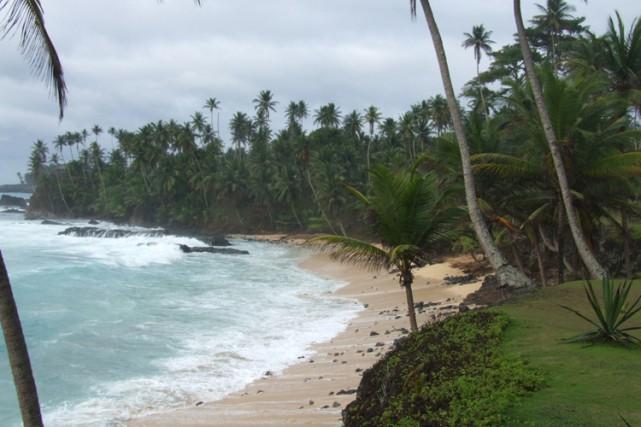 La plage deSanto António, àSao Tomé.... (PHOTO WIKICOMMONS)