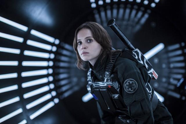 Felicity Jones dans une scène de Rogue One... (AP, Jonathan Olley)