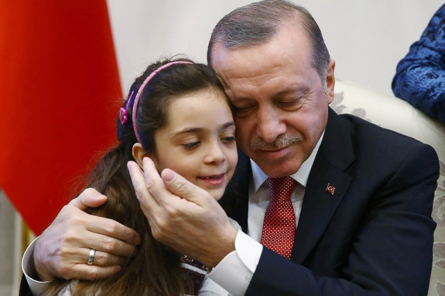 «Notre fille d'Alep Bana Al-Abed et sa famille... (photo Kayhan OZER, présidence turque/AFP)