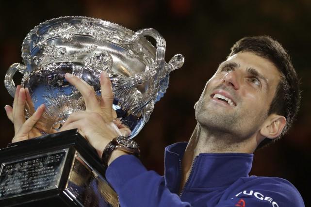 Le vainqueur des derniers Internationaux d'Australie, Novak Djokovic.... (Photo Aaron Favila, archives AP)