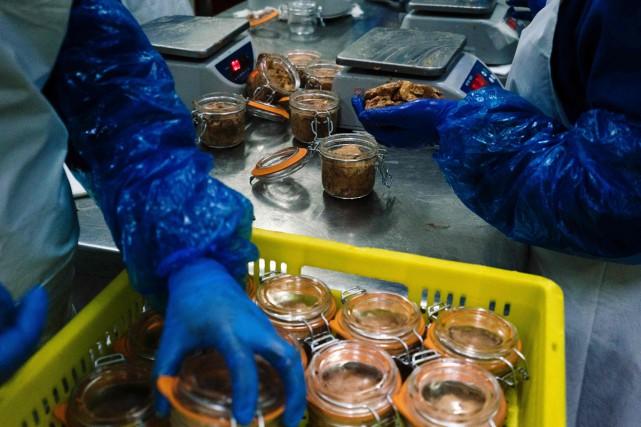 Associés à des marques françaises, les foies gras bulgares et hongrois ont... (PHOTO AFP)