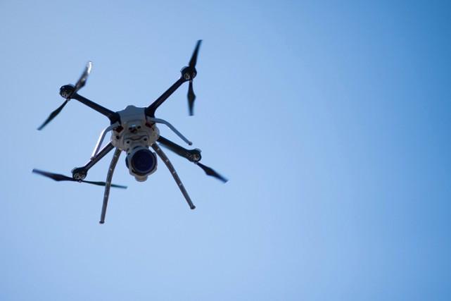 Ottawa a appelé mercredi les Canadiens à dénoncer les pilotes de drones faisant... (PHOTO BLOOMBERG)