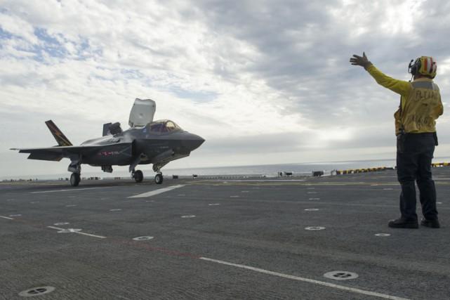 Le F-35 est un chasseur bombardier furtif de... (PHOTO AFP)
