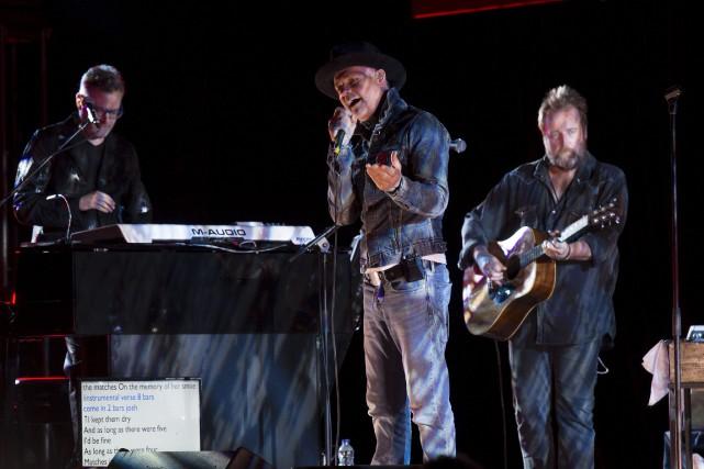 Gord Downie (au centre) et Tragically Hip ont... (Adrian Wyld, La Presse canadienne)