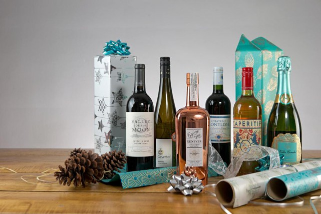 Il est possible d'offrirde bonnes et belles bouteilles... (PHOTO DAVID BOILY, LA PRESSE)