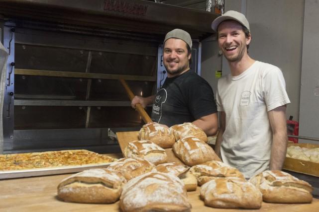 Charles Vallée et Francis-Olivier Camiré, maîtres boulangers à... (Stéphane Lessard)