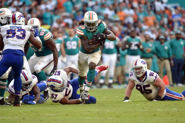 Jay Ajayi (23) a obtenu 214 verges au... (Photo Steve Mitchell, archives USA Today Sports)